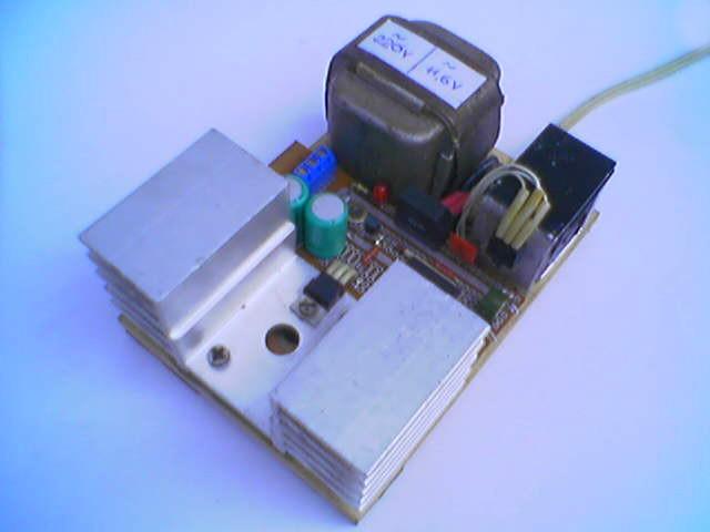 17 апр 2012 генератор прямоугольных импульсов на к561ла7 posted on через r2 на верхнюю по схеме обкладку конденсатора...